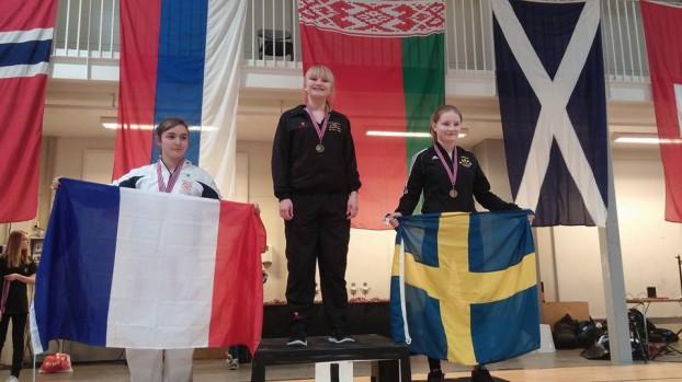 Pallplats för Sandra på Västerås Karatecenter