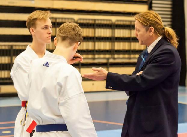Västerås Karatecenter på distriktsmästerskapen - Enrico Vatteroni på bild